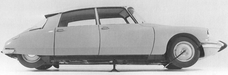 Another Advantage Of The Variable Ride Height Was Ability To Dispense With A Conventional Jack Car Up All That Required Place