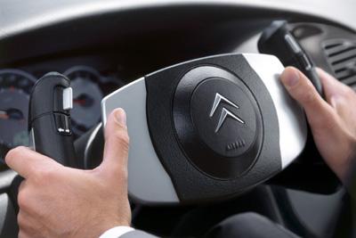 bywire02 - Engellilere otomobil kullanımı için özel donanım seçenekleri ve teknoloji